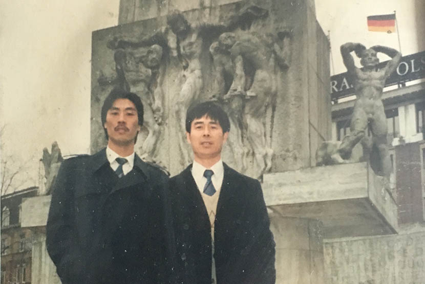 A family photo shows a young Wang Guoyan (right) and friend posing in front of the National Monument on Dam Square, Amsterdam, the Netherlands. Courtesy of Wang Guoyan