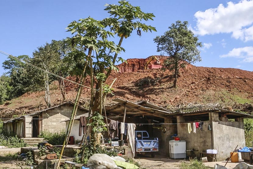 After moving house five times, Li Xiaojin and his family now live in a cottage in Boten, Laos, Nov. 20, 2016. Jia Yanan/Sixth Tone