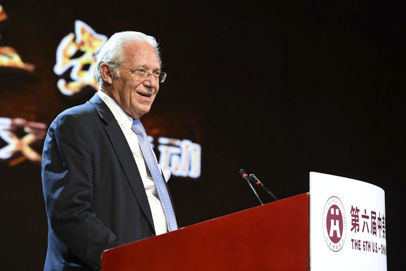 William Haseltine gives a speech at the sixth U.S.-China Health Summit in Xi'an, Shaanxi province, 2016. Courtesy of ACCESS Health China